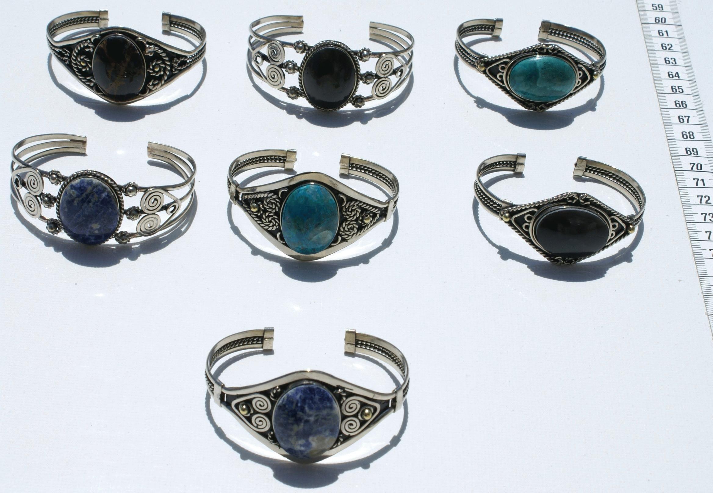 Ինչպիսի քարերով զարդարված զարդերից պետք է հեռու մնալ․ որ քարերն են դժբախտություն բերում